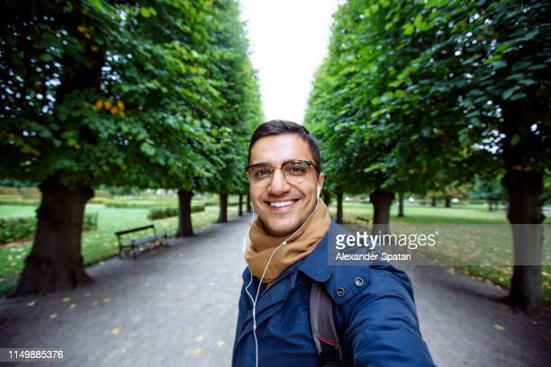 selfie of a happy smiling man in sunglasses - 南ヨーロッパ民族 ストックフォトと画像