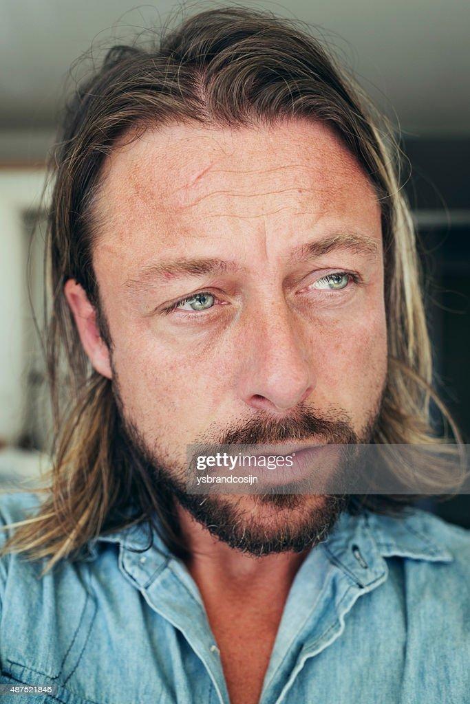 Selfie Von Junger Mann Mit Langen Blonden Haar Und Bart Stock Foto