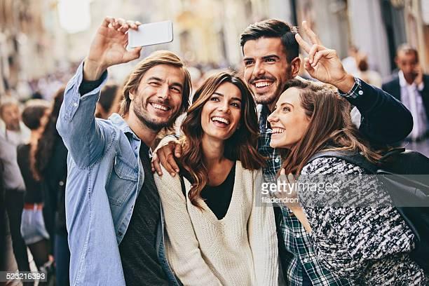selfie - quatro pessoas - fotografias e filmes do acervo