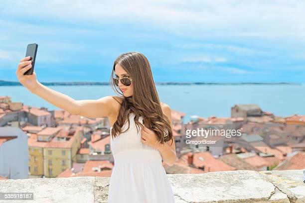selfie - selbstporträt stock-fotos und bilder