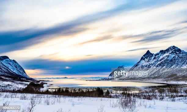 Selfjord zonsondergang in Noord Noorwegen in de winter