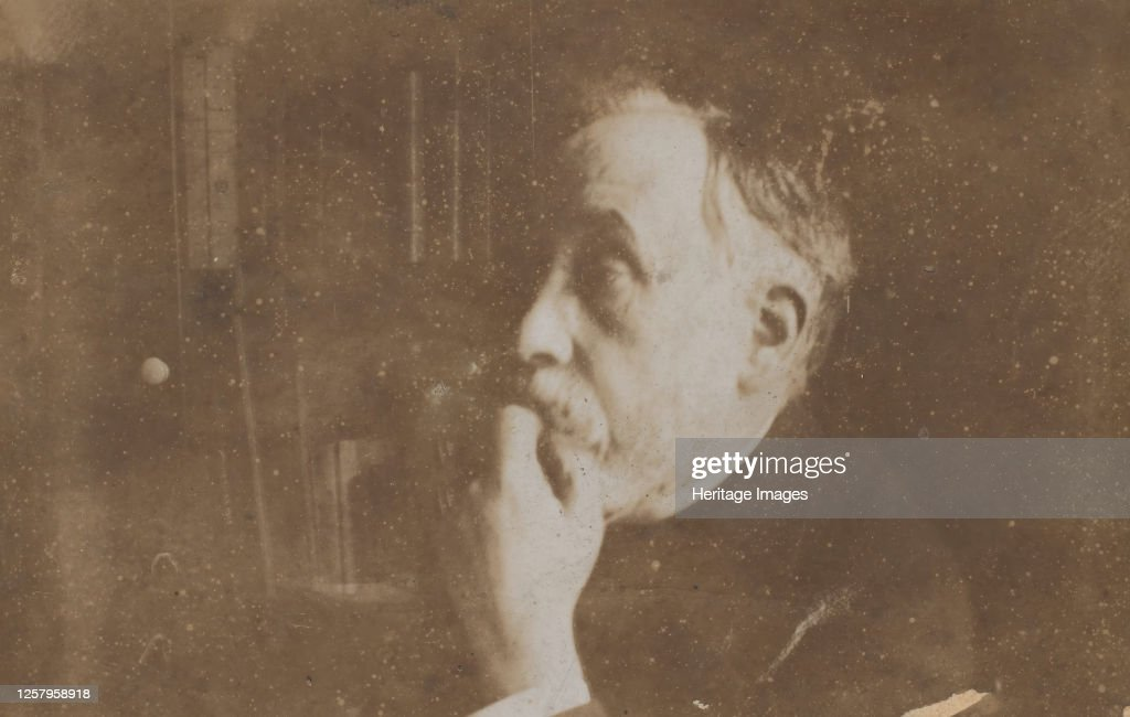 Self-Portrait In Library (Hand To Chin) : News Photo