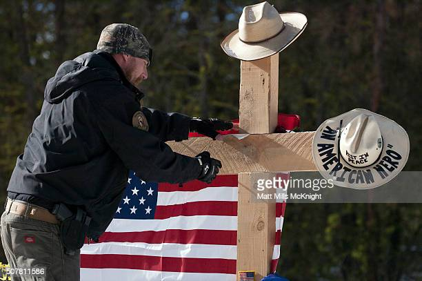 A selfproclaimed patriot places a note at the site where LaVoy Finicum was shot and killed by federal agents on January 26 approximately 25 miles...
