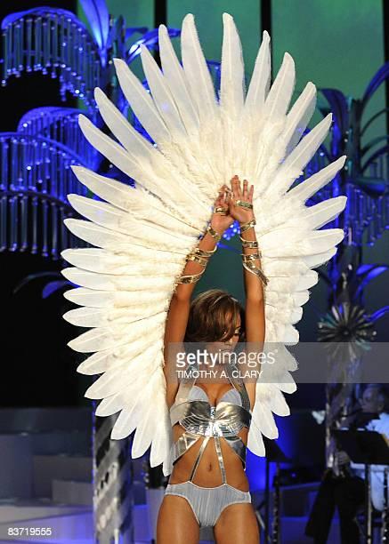 Selita Ebanks walks the runway at the Victoria's Secret Fashion Show at the Fontainebleau Miami Beach November 15 2008 The 54yearold Resort in Miami...