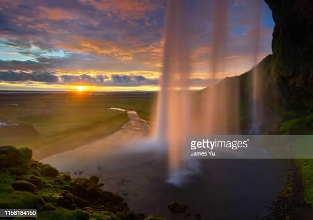 seljalandsfoss sunset summer waterfalls - カスケード山脈 ストックフォトと画像