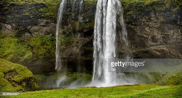 "catarata de seljalandsfoss na islândia - ""sjoerd van der wal"" or ""sjo"" imagens e fotografias de stock"