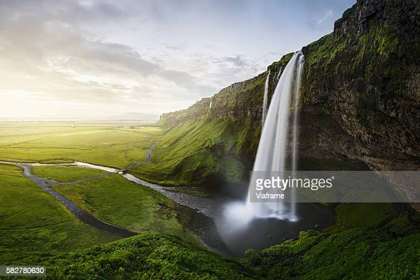 seljalandsfoss waterfall - wasserfall stock-fotos und bilder