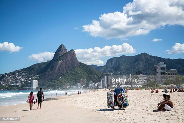 CONTENT] Seller Ipanema beach