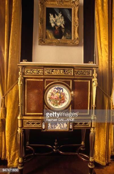 Selling collection of Hussein Dey the last of the Ottoman provincial rulers of Algiers here secretaire in burr veneer thuya and ebony March 4 1993