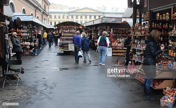 CONTENT] selling matryoshka dolls to tourists