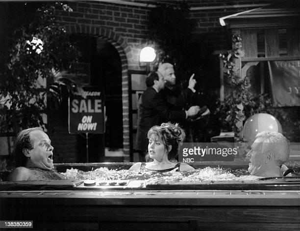 FRASIER Selling Out Episode 9 Pictured Kelsey Grammer as Doctor Frasier Crane Jane Leeves as Daphne Moon John Mahoney as Martin Crane