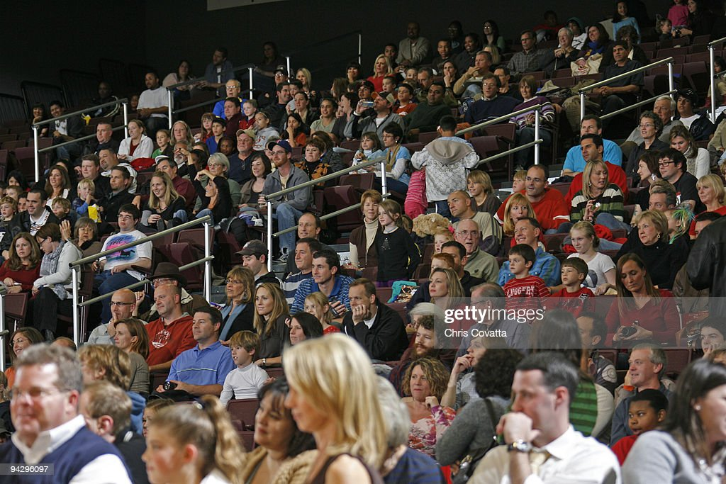 A sell-out crowd watches as the Bakersfield Jam plays the Austin