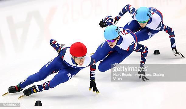 Semen Elistratov of Russia leads Dmitry Migunov of Russia and Artem Kozlov of Russia during the Men's 1000m Semifinals on day three of the ISU...