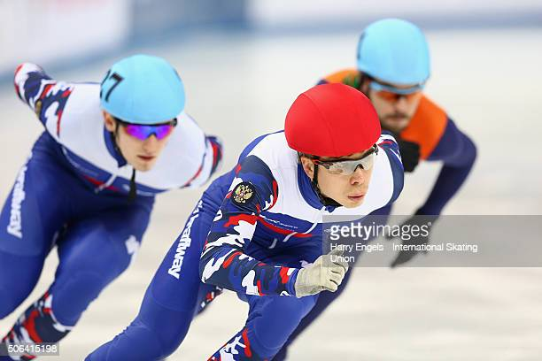Semen Elistratov of Russia leads Sjinkie Knegt of the Netherlands and Dmitry Migunov of Russia during the Men's 500m Semifinals on day two of the ISU...