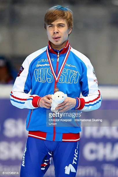 Semen Elistratov of Russia poses during the medal ceremony after winning the 3rd place of the men 1000m second race final A during Day 3 of ISU Short...