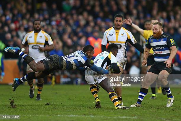 Semesa Rokoduguni of Bath holds onto Chrisdtian Wade of Wasps uring the Aviva Premiership match between Bath and Wasps at the Recreation Ground on...