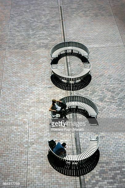 semi circular social chairs - {{ collectponotification.cta }} 個照片及圖片檔