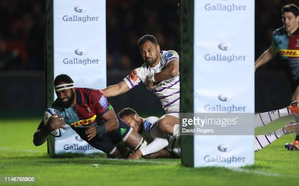 Semi Kunatani of Harlequins touches down to score their second try during the Gallagher Premiership Rugby match between Harlequins and Leicester...