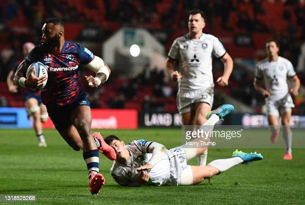 Semi Radradra of Bristol Bears breaks the tackle of Louis Rees-Zammit of Gloucester Rugby to go over for their sides fifth try during the Gallagher...