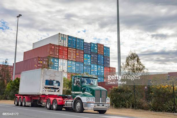 semi trailer truck hauling road transportation freight - david freund stock pictures, royalty-free photos & images