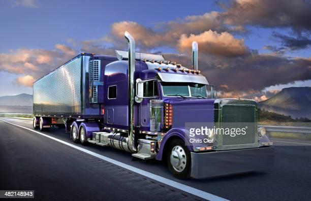 semi truck driving on freeway - camión articulado fotografías e imágenes de stock