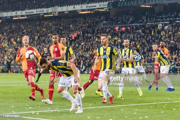 Semih Kaya of Galatasaray SK Fernando Francisco Reges of Galatasaray SK Roberto Rillo of Fenerbahce SK Nabil Dirar of Fenerbahce SK Serdar Aziz of...