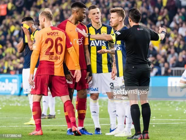 Semih Kaya of Galatasaray SK Ryan Donk of Galatasaray SK Martin Skrtel of Fenerbahce SK Serdar Aziz of Fenerbahce SK referee Ali Palabiyik during the...