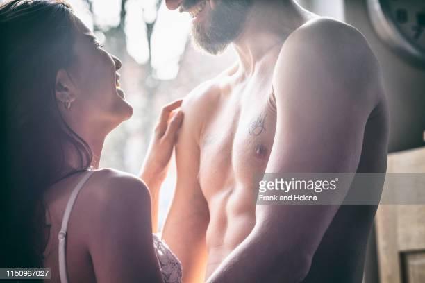 semi-naked hipster couple bonding at home - abrazo desnudos fotografías e imágenes de stock
