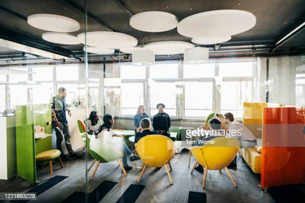 seminar between team leaders in modern office - büro stock-fotos und bilder