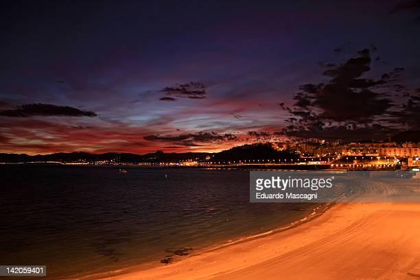 seminocturna shore beach - ceuta fotografías e imágenes de stock