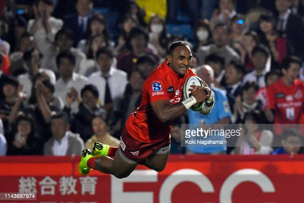 Semisi Masirewa of the Sunwolves dives to score his side's second try during the Super Rugby match between Sunwolves and Hurricanes at the Prince...