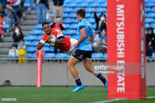 Semisi Masirewa of the Sunwolves dives to score his side's third try during the Super Rugby match between Sunwolves and Waratahs at Prince Chichibu...
