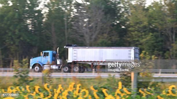 Semi-tractor with 2-axle Dump trailer