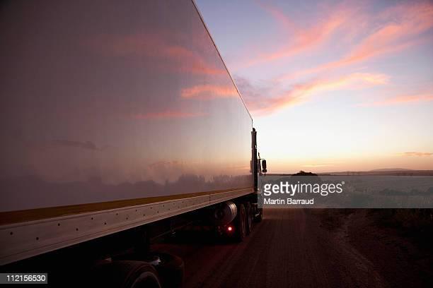 Semi-remorque conduite sur route à distance