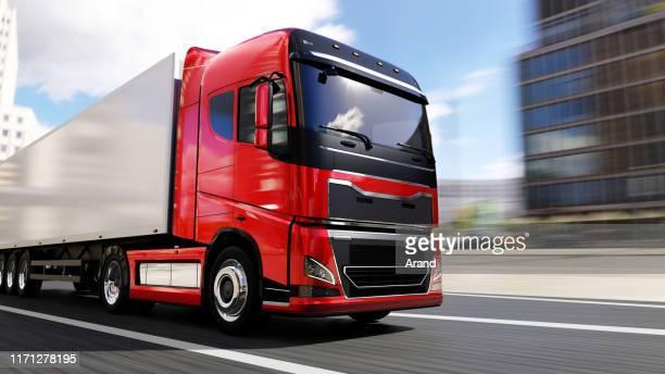 semi-truck med släp körning på en stads väg - lastbil bildbanksfoton och bilder