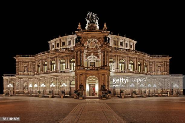 semperoper at night - dresden, saxony/ germany - opernhaus stock-fotos und bilder