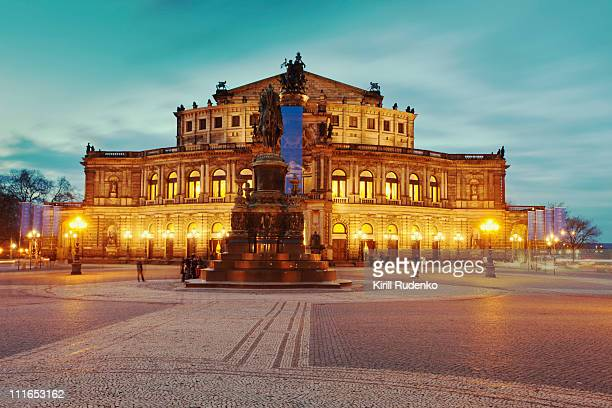 semperoper in dresden, germany - opernhaus stock-fotos und bilder