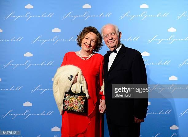 Semperopernball 2014, Freitag , Dresden, Semperoper.Der ehemalige saechsische Ministerpraesident Kurt Biedenkopf mit Ehefrau Ingried.