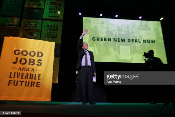 S Sen Bernie Sanders acknowledges the crowd during a rally at Howard University May 13 2019 in Washington DC The Sunrise Movement held an event for...