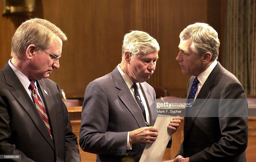 Sen. Chuck Hagel (R-NE), right, confers with Sen. Bob Graham (D-FL), center, while John P. Walters, left, Director of National Drug Control Policy, lends an ear to their conversation.
