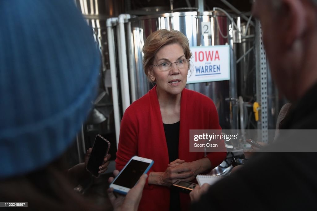 Democratic Presidential Candidate Elizabeth Warren (D-MA) Holds Campaigning Organizing Event In Dubuque, Iowa : News Photo
