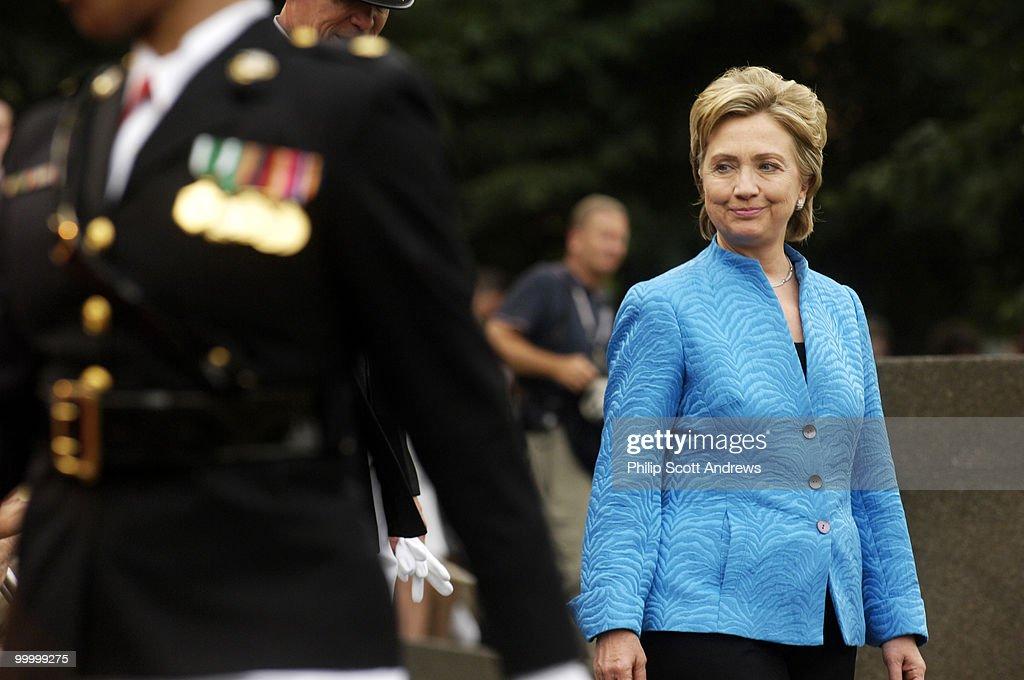 Sen. Hillary Clinton D-Ny. walks t : Fotografia de notícias
