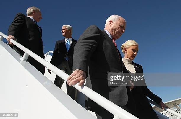 Sen Joe Lieberman Florida Gov Charlie Crist Republican presidential candidate and Senator John McCain and wife Cindy depart the campaign plane before...