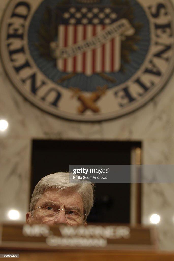 Sen. John Warner, R-Va presides : Fotografia de notícias