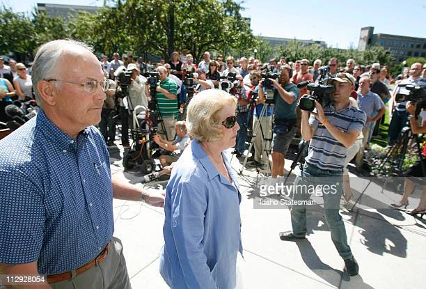 US Sen Larry Craig addressed the media with his wife Suzanne about his arrest and guilty plea for disorderly conduct in a Minnesota airport earlier...
