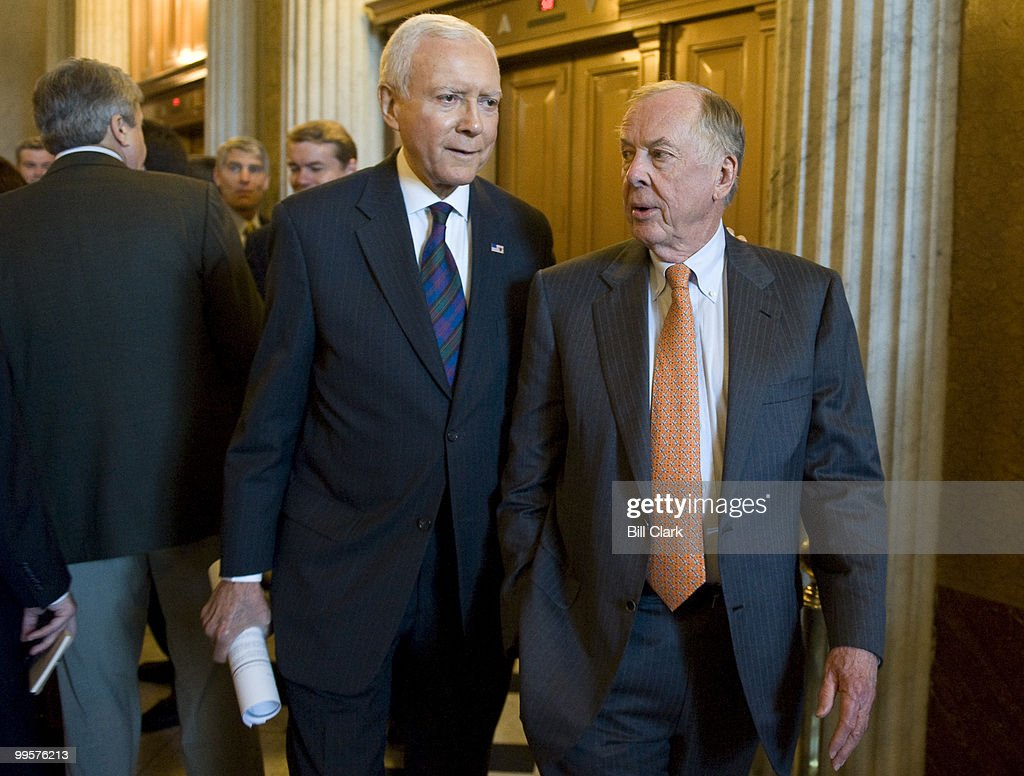 Sen. Orrin Hatch, R-Utah, left, walks with BP Capital Management Chairman Boone Pickens as they head to their news conference on Wednesday, July 8, 2009, with Sen. Menendez to introduce the 'New Alternative Transportation to Give Americans Solutions' (NAT GAS) Act, which supports vehicles that run on clean natural gas.