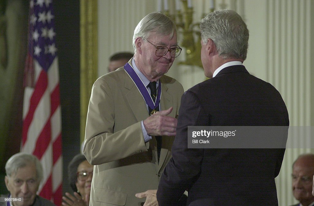 Sen Patrick Moynihan recieves the Presidential Medal of Freedom from President Clinton during a ceremony in the White House Wednesday August 9, 2000. Also receiving the medal were Jesse Jackson, Admiral Crowe, fmr Senator McGovern and others.