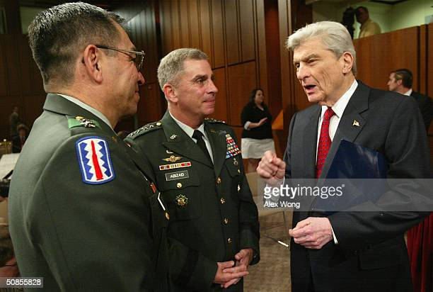 Senate Armed Services Committee Chairman Sen John Warner talks to MultiNational ForceIraq Commander Lt Gen Ricardo Sanchez and US Central Command...
