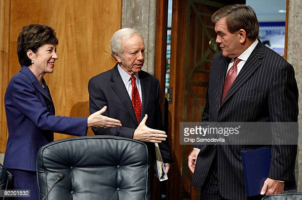 Senate Homeland Security and Governmental Affairs Committee ranking member Sen Susan Collins and Chairman Joe Lieberman offer hand shakes to former...