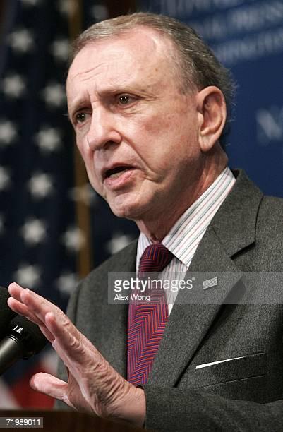S Senator Arlen Specter addresses a National Press Club luncheon on September 25 2006 in Washington DC Senator Specter spoke on various topics...